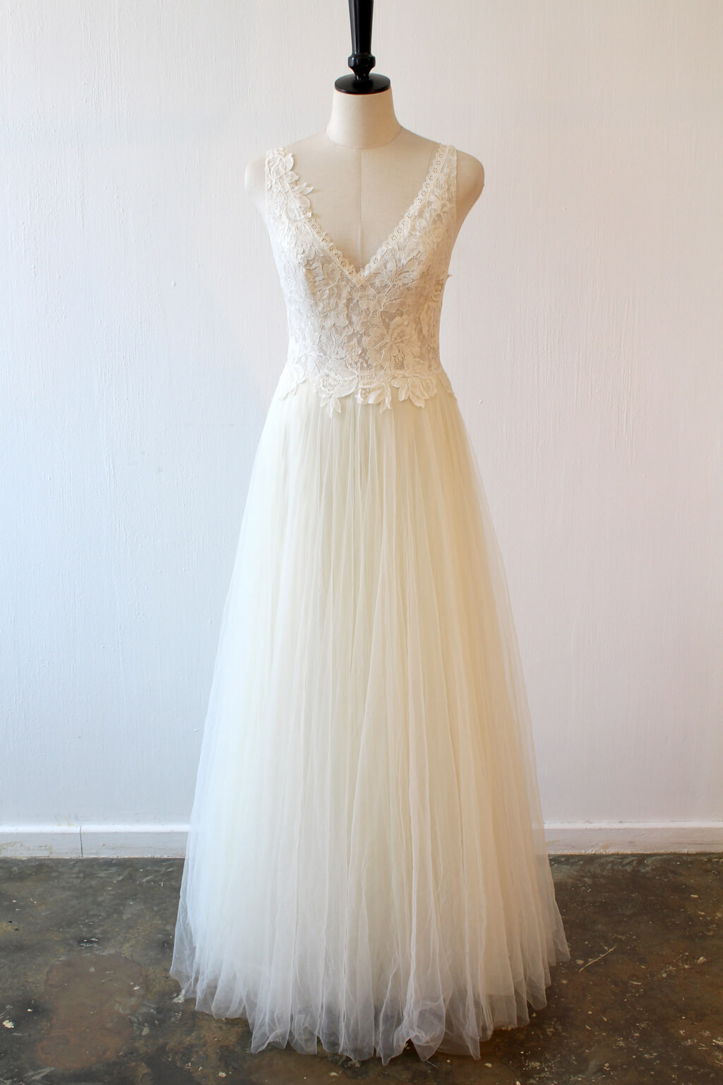 Lunar chantilly lace and tulle wedding dress